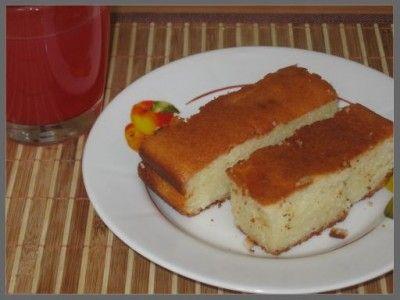 Творожная запеканка с киселем ( Или манник творожный )  Для запеканки нам понадобится :  1-2 пачки любого творога(200гр)  2-3 яйца  1стакан манки (200гр)  1 стакан сметаны (200гр)  0.5-1 стакан песка (200гр)  Сода или разрыхлитель - пол. чайной ложки  Изюм, курага по желанию (горсть)  1 ст. ложка растительного масла.  Пакетик ванилина  Можно по желанию еще добавить стакан тертой на крупной терке тыквы