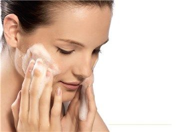 6 Gestos (aparentemente inocuos) que dañan tu piel