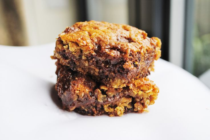 Salted caramel chocolate oat bars - super easy bars with melting caramel and chocolatey goodness!