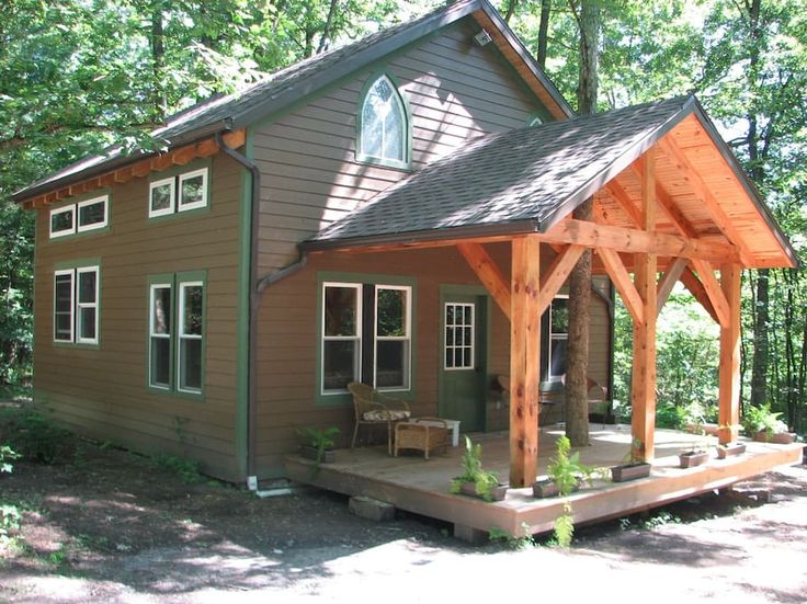Cabin in Shippenville, United States. The cabin is located on 650 acres of privately owned forest adjacent to the Clarion River and the National Park Service North Country Hiking Trail, yet is only minutes away from Clarion, PA. The cabin is available year round for seasonal activitie...