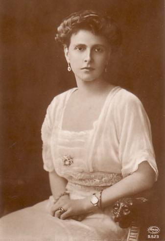 Biznieta de Victoria : Alicia de Battenberg.  Hija de Luis de Battenberg y de  Victoria de Hesse-Darmstadt. Consorte de Andrés de Grecia y Dinamarca. Madre del príncipe consorte  Felipe, casado con la reina Isabel II del Reino Unido.