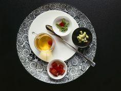 Klare Tomatensuppe ist ein Rezept mit frischen Zutaten aus der Kategorie Fruchtgemüse. Probieren Sie dieses und weitere Rezepte von EAT SMARTER!