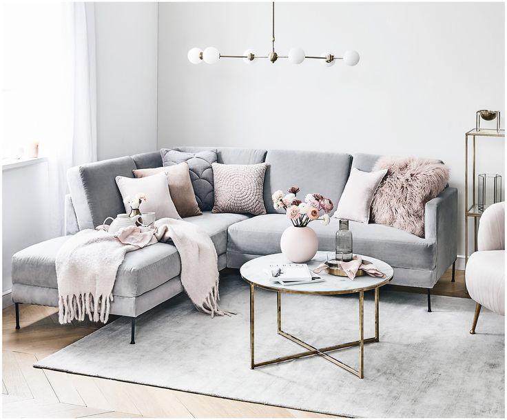 Machen Sie Ihr Wohnzimmer mit Samt-Ecksofa Fluente in Grau zur Wohlfühloase. En…