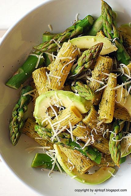 pasta with asparagus and homemade pesto