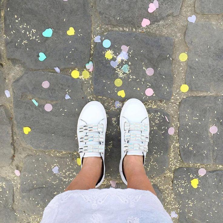 Camminare sui colori con ai piedi la tendenza total white <3 e Cosmoparis