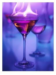 ☆ Flaming Gorilla bebida: 1 licor de menta parte, 1 parte de licor de café Kahlúa, 1 parte de ron Bacardi 151, Vierte los ingredientes en capas de vidrio, tiro, de arriba a abajo. Enciende el fuego y extinguir después de 15 segundos. Ahora va simios! Servir en: Shot Glass ☆