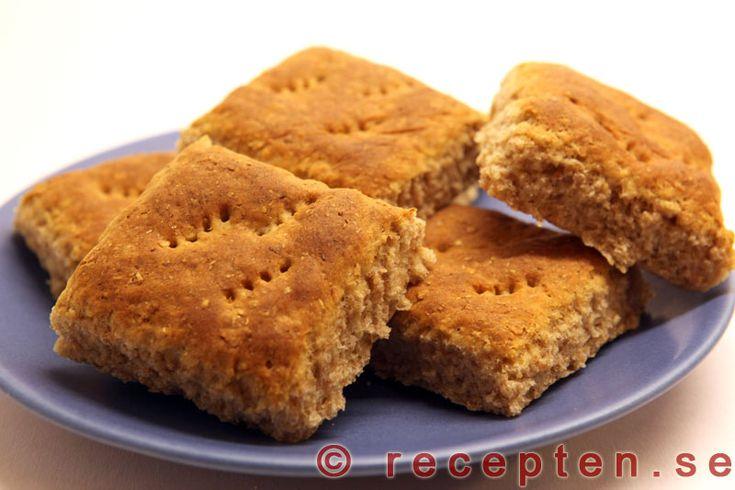 Rågrutor - Recept på gott och fiberrikt rågbröd. Goda rågrutor som går snabbt och enkelt att baka ut.