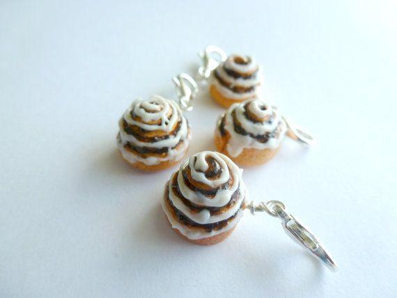 Miniatura cibo gioielli, panini alla cannella, cannella Roll Charms, Mini panini alla cannella fatti a mano, cannella Roll fascino