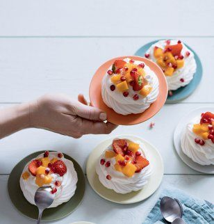 971 best sucr sweets images on pinterest baking biscuit pavlovas aux fruits fandeluxe Gallery