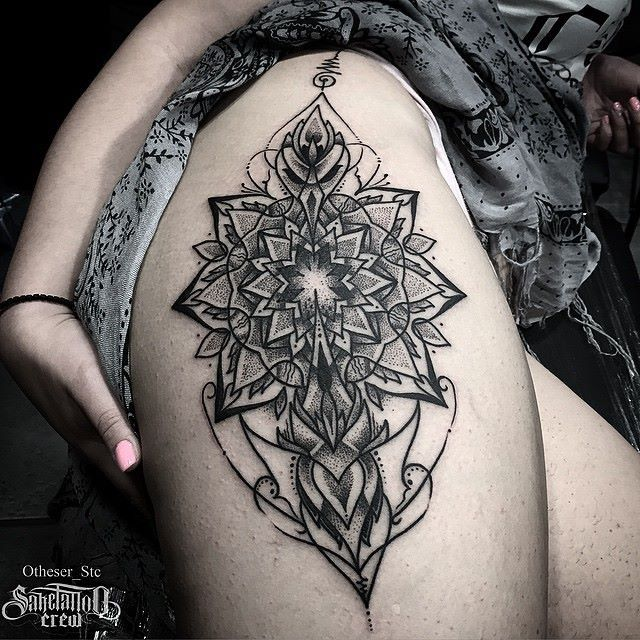the 25 best mandala thigh tattoo ideas on pinterest mandala tattoo shoulder henna thigh. Black Bedroom Furniture Sets. Home Design Ideas