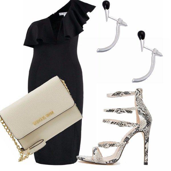 Uno dei trend di questa stagione sono i vestiti che lasciano scoperte le spalle. Questo vestito nero è perfetto per una serata speciale. Abbinalo a degli accessori chiari e il tutto sembrerà subito più estivo.