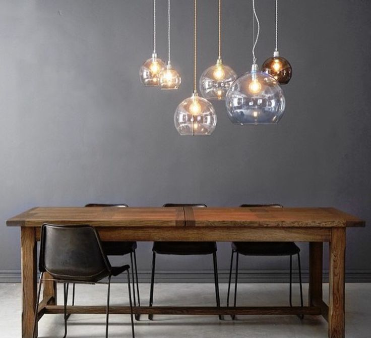 La suspension Rowan de la designer Susanne Nielsen, créatrice du studio Ebb and Flow. #EbbandFlow #Susannenielsen #rowan #supension #pendantlight #éclairage #lighting #luminaire #lampe #lamp #inspiration #blownglass #glass #verre soufflé #verre #home #maison #décoration