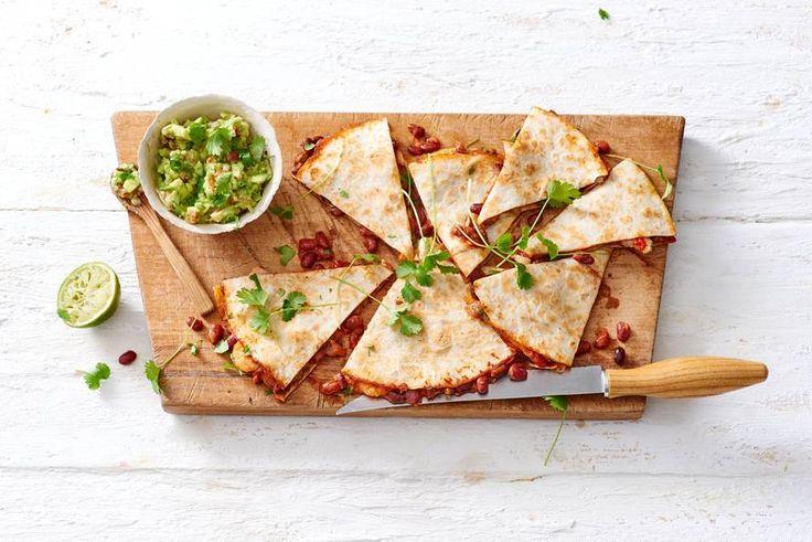 Kijk wat een lekker recept ik heb gevonden op Allerhande! Quesadilla's met garnalen en guacamole