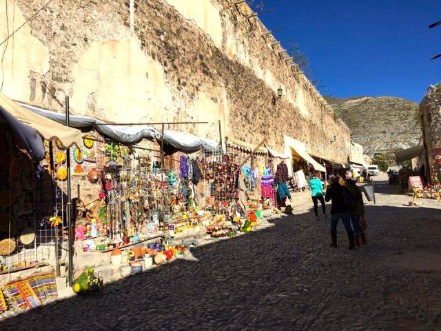 Viaje por Real de Catorce y el territorio sagrado de Wirikuta: Mercado