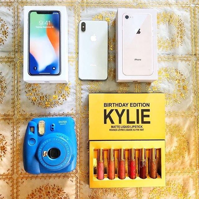 """SUPER EASY‼️ WILL TAKE YOU A FEW SECONDS 🛍 🎁❕INTERNATIONAL❕ 🎁 Win this 📱iPhone X‼️, or iPhone 8 + Instax and Kylie Set or CASH 💰 for you, no matter where you are!  1. FOLLOW EVERYONE @loopsforbloggers2 is following. Thats it, you're in! 😍 2) EXTRA ENTRIES: Comment """"Done following everyone🙌🏻"""" and Tag 3 or more friends and like/comment on 5 pictures of the accounts you just followed! *DOUBLE CHANCE OF WINNING IF YOU COMPLETE THE EXTRA ENTRIES🎀 . Ends January 13th at 9PM EST. Winner…"""