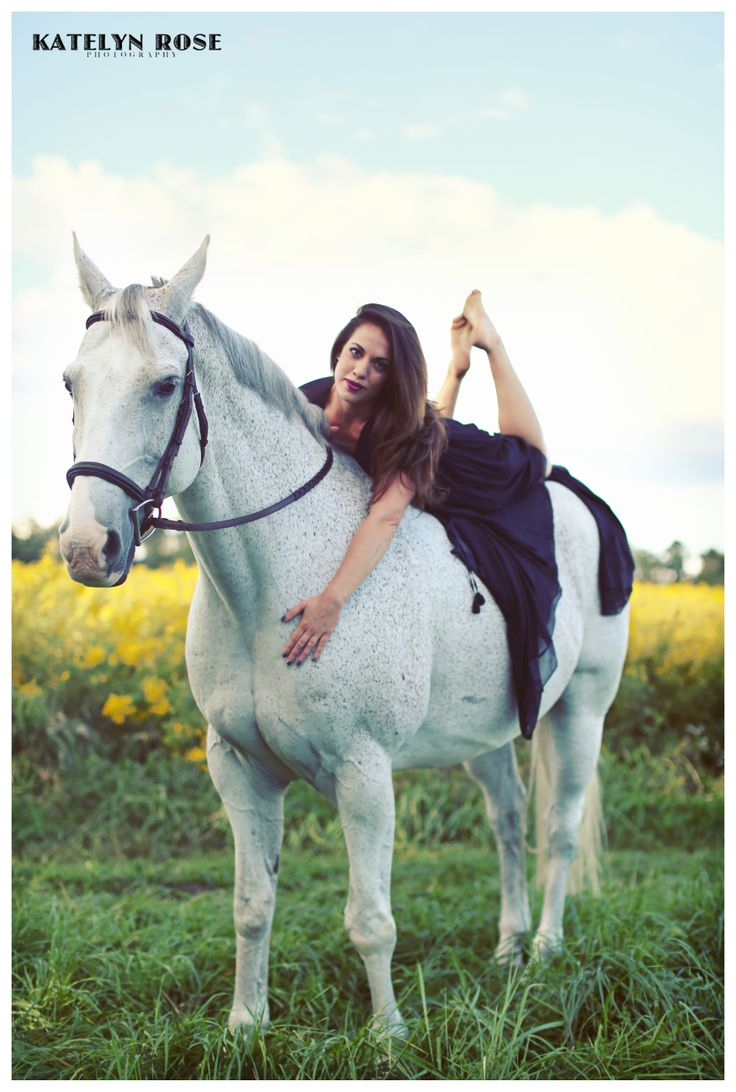Portraits with horses #photography.. I want this to be one of my graduation shots