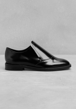 Simple and understated, these leather flats feature a clean cut design with an over-lapping detail on the vamp.