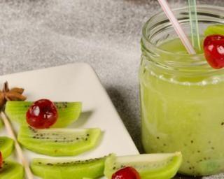 Recette de Smoothie pomme-kiwis : http://www.fourchette-et-bikini.fr/recettes/recettes-minceur/smoothie-pomme-kiwis.html