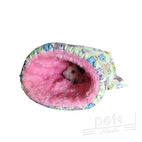 Especificações:  Parte interna:Produzido em Tecido de pelúcia.  Parte externa: Tecido 100% algodão.   Ideal para Porquinho da Índia e  Coelhos anões     Dimensões:   Largura: 22,5 cm (fechada) Comprimento: 32 cm
