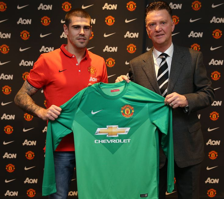 Victor Valdes became the latest player to arrive at Old Trafford during the mid-season transfer window when he put pen to paper on 8 January 2015 to become a @manutd goalkeeper.