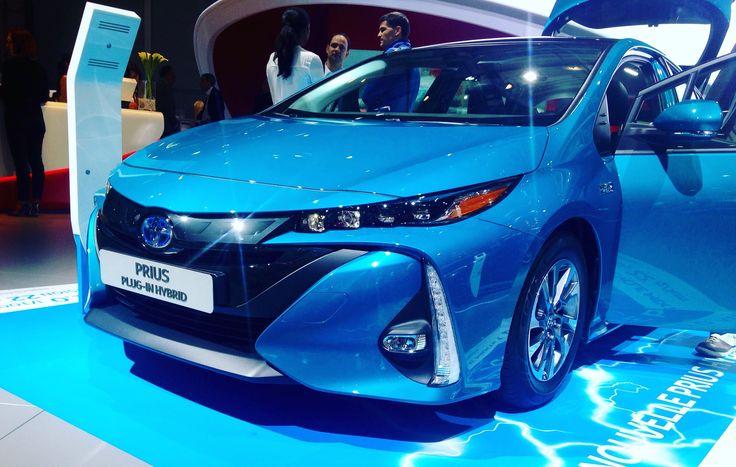 Neuer #Toyota #Prius #Plugin #Hybrid - #Paris #MondialAuto #HybridEcoChallenge #Elektroauto #2016 #blue #PHEV