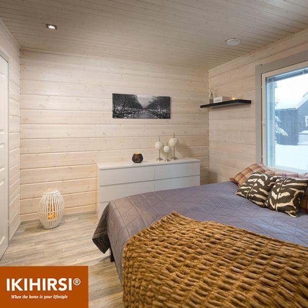 В спальне минимум мебели. Модель H2-154 #деревянныйдом из клееного бруса #Ikihirsi. Еще больше проектов на http://www.ikihirsirussia.ru/
