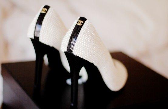 .: Coco Chanel, Fashion Shoes, Wedding Shoes, Black White, Pump, Chanel Shoes, Girls Fashion, High Heels, Girls Shoes
