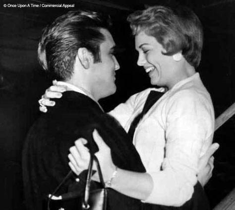 Es war einmal..., so beginnen die schönsten Märchen und genau so hat Anita Wood Brewer ihr 2012 erschienenes Buch über ihre fünfjährige Beziehung (1957 - 1962) zu Elvis Presley, dem King of Rock 'n' Roll, genannt. Lange sah es so aus, als würde Once Upon A Time: Elvis and Anita, so der englische Buchtitel, nie geschrieben werden. Erst nach dem Tod von Footballspieler Johnny Brewer, mit dem ...