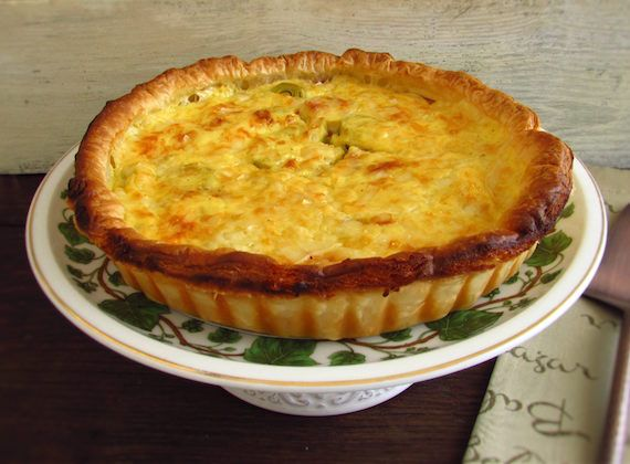 Bacon and leek pie   Food From Portugal. This recipe of bacon and leek pie is light, delicious, easy to prepare and it's great to serve with lettuce and tomato salad. Try it!  http://www.foodfromportugal.com/recipe/bacon-leek-pie/