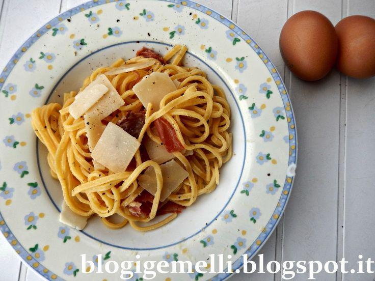 Tagliolini all'uovo con prosciutto crudo e scaglie di grana padano http://blogigemelli.blogspot.it/2015/01/tagliolini-alluovo-con-prosciutto-crudo.html