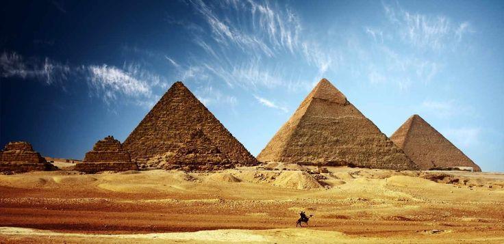 Tours y excursiones en Cairo a las piramides de Guiza las tres famosas piramides de Guiza, una de las siete maravillas del mundo desde port said puerto #tours_en_cairo #excursiones_del_puerto_port_said #tour_piramides_en_cairo http://www.maestroegypttours.com/sp/Excursiones-en-Tierra/Excursiones-del-puerto-de-Port-Said/Excursion-a-El-Cairo-y-las-pir%C3%A1mides-por-un-d%C3%ADa-del-puerto-de-Port-Said