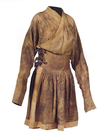 Robe with silk braiding decoration   Yuan dynasty (1279-1368)