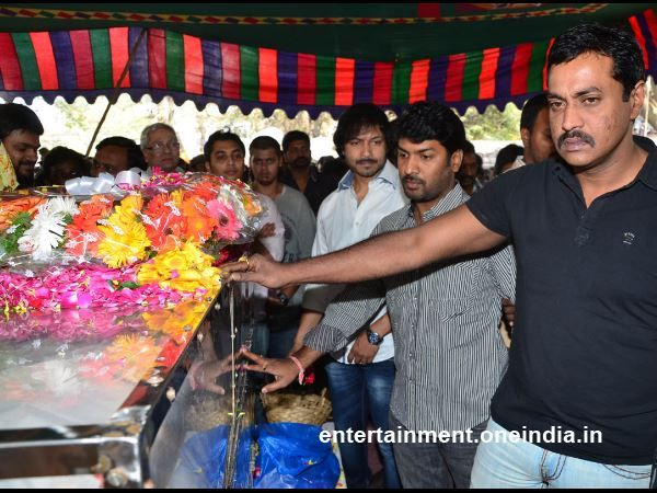 Actor Sunil Varma is seen shedding tears over the death of actor Uday Kiran at the APFCC.