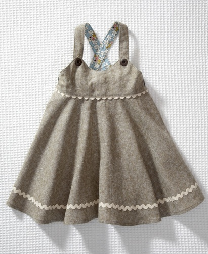 really love the neutral front with floral backing... cute. I'd probably cut the ric rac bottom thought I like the peak-a-boo effect on the top... mb replicate that?