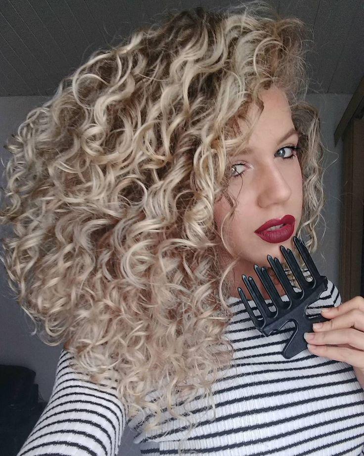 """1,281 curtidas, 54 comentários - CAMILA VIEIRA (@camilacvieira) no Instagram: """"Migo pente garfo pra deixar a juba do jeito que ela tem que ser, BEM ARMADA! ❤ . #hair #instahair…"""""""