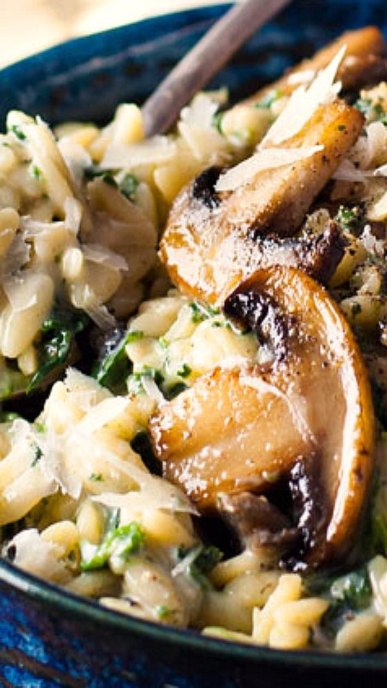 Creamy Mushroom and Spinach Orzo (Risoni) (One Pot) ~ Delicious and easy... all made in one pot, packed full of nutrition with plenty of creamy sauce but without a single drop of cream!