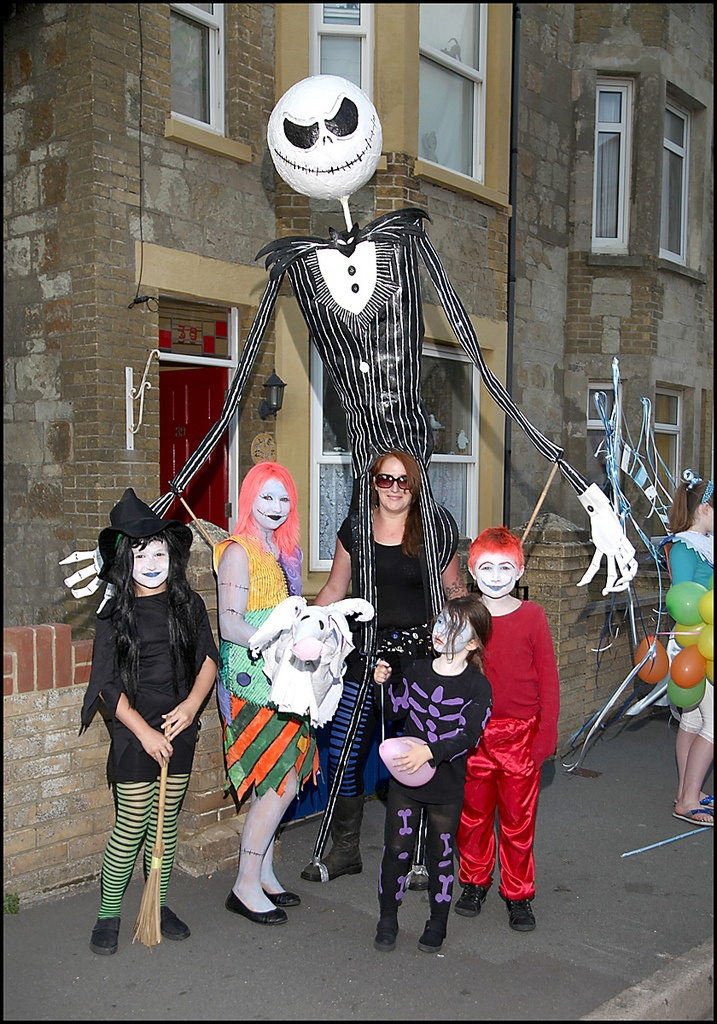 Huge Jack Skellington Made with chicken wire foam and paper mache for carnival 2010  sc 1 st  Pinterest & 23 best Paper Mache images on Pinterest | Paper mache Halloween ...