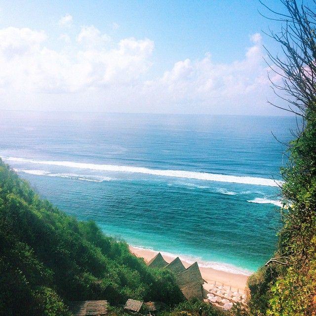 Finn's Beach Club, Bali. @rosielondoner on Instagram
