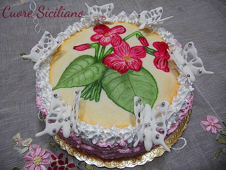 Torta dipinta a mano con farfalle in ghiaccia reale