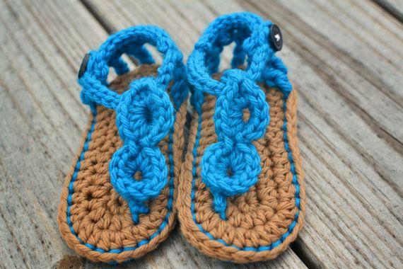 Hand crochet baby sandals.