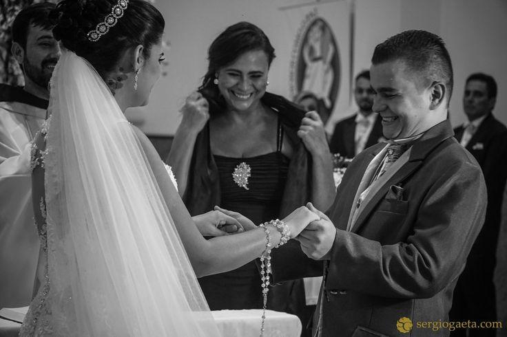 #weddingphotojournalism #weddingdetails #noivos #bride #groom #novios #sonyimages #brprofessionalphotographers #light #weddingbrazil #fotojornalismocasamento
