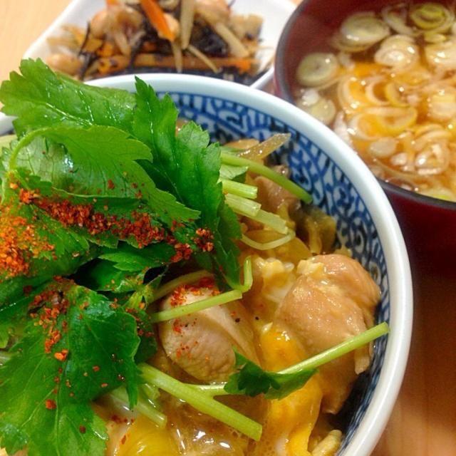 ひじき、ゴボウ、切り干し大根、大豆、人参の煮物、美味し。常備菜にしよう - 44件のもぐもぐ - とろふわ親子丼・鉄分補給!根菜煮・豆腐と長ネギの味噌汁 by machiruda11