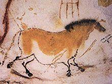 cheval fait par troupe Magdalénien (sûrement) (homme préhistorique: homo sapiens) à La grotte Chauvet (Dordogne) en 18 000 et 15 000 ans avant le présent (nouvelle datation) utilise les reliefs: anamorphose mais aussi l'estompe, polychromie