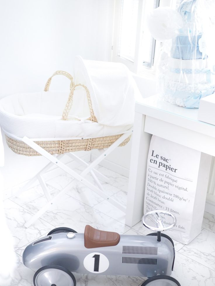Baby boy nursery, moses basket:  Cozy weekend with bébé