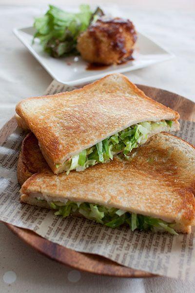 かなり昔、ホットサンドにすごくハマった時期があって、よく母が作ってくれたなぁ。サンドイッチとは違う、パンの香ばしさと中の具のしっとり感が美味しいんですよね♪そ…