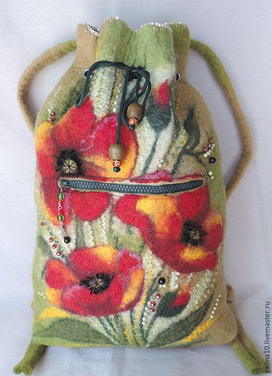 Купить или заказать рюкзак цветение маков в интернет-магазине на Ярмарке Мастеров. Вместительный валяный рюкзачок, выполнен в технике мокрого валяния,с добавлением различных волокон, украшен различными бусинками, карман на молнии, затяжка шнурок , подкладка, ручки рег…