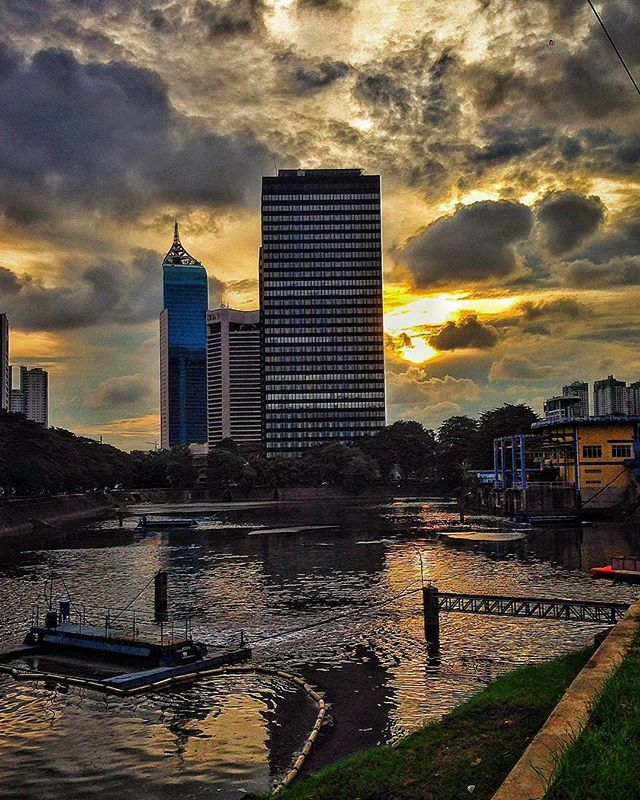 """""""Heavy cloud, no rain"""", Sting (Ten Summoner's Tales, 1993). #nowplaying #sting #yellowsky #clouds #heavycloudnorain #classicalbum #sunset #afternoon #building #city #jakarta #indonesia #instasunset #yellow"""
