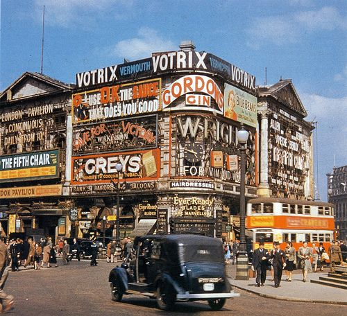 Wartime Britain in Colour - Piccadilly Circus, 1945