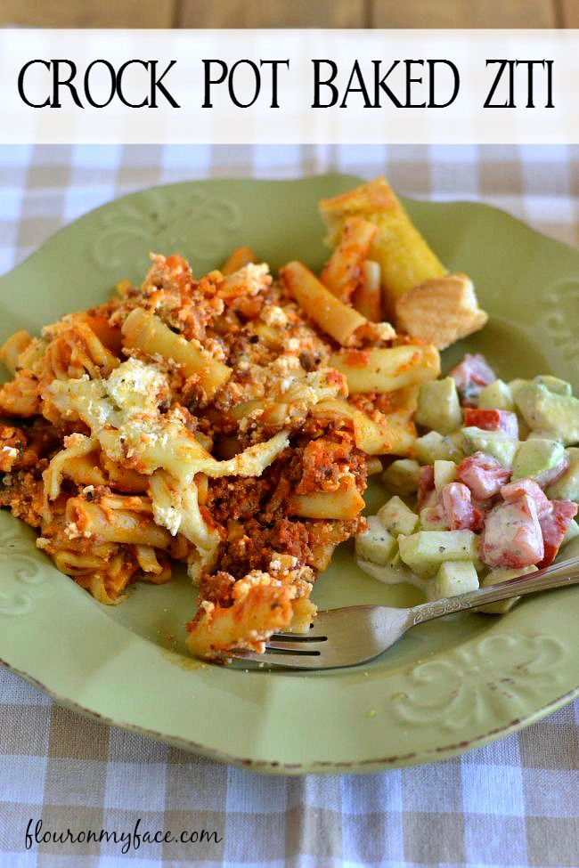 Enjoy a family dinner of Crock Pot Baked Ziti with out heating the house up.