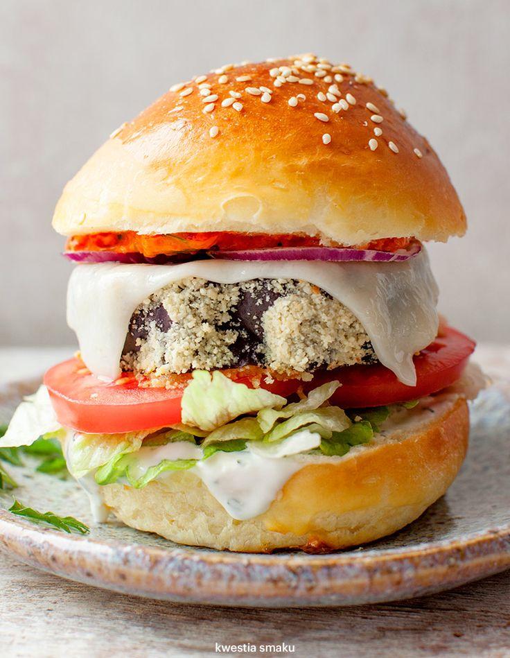 Wege burgery z pieczonym bakłażanem